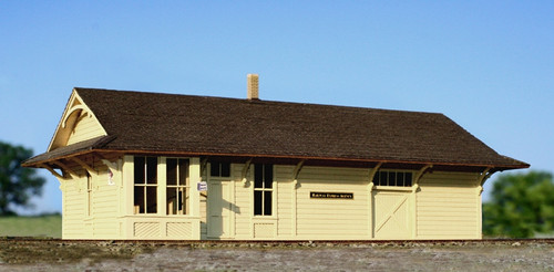 American Model Builders O 470 Northern Pacific Class C Depot, Kit (d)