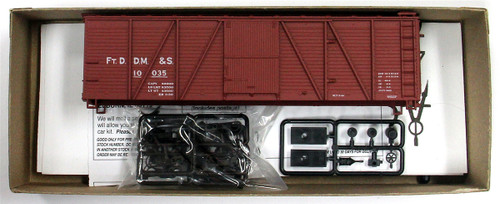 Accurail HO 80952 40' Single Sheath Wood Box Car Kit, Fort Dodge Des Moines and Southern #10035