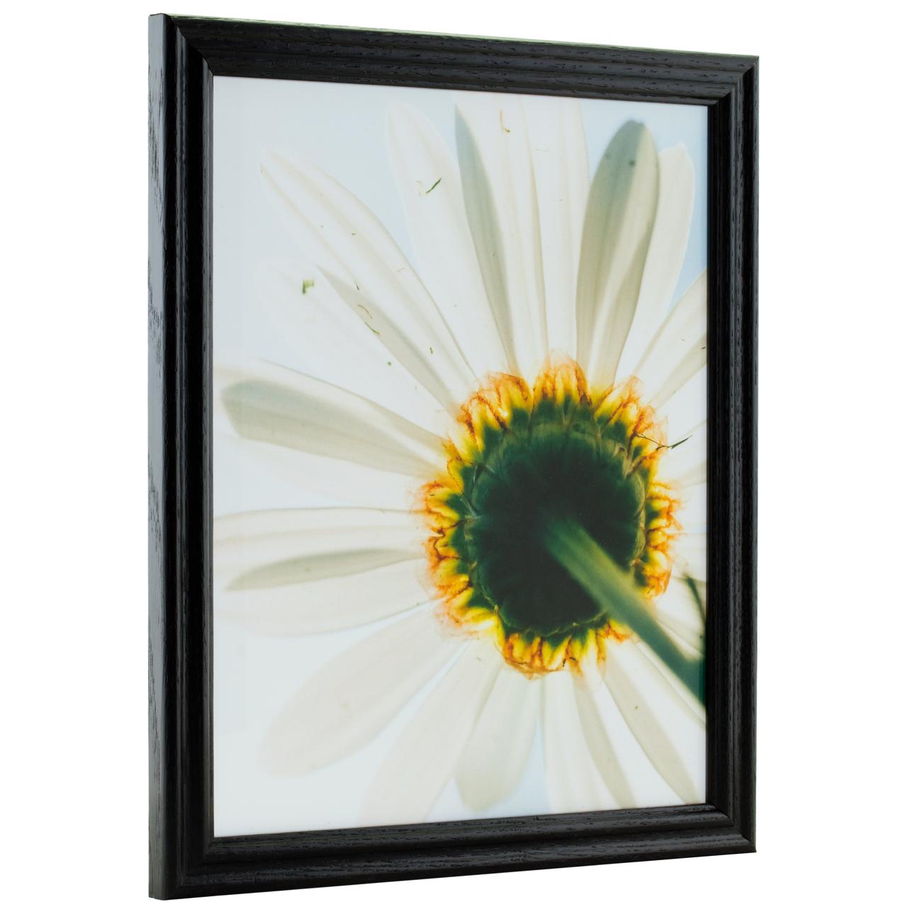 Traditional frame design ideal for a wide range of prints.