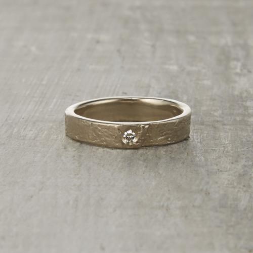 Nature-inspired Monhegan wedding ring with white diamond.