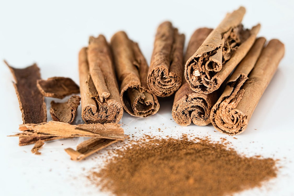 The spicy and unmisakably sweet scent of fresh Cinnamon. Prompts welcome memories of desserts and cuisine.
