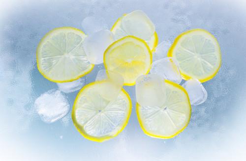A sweet lemon aroma like a lemon top at the seaside.