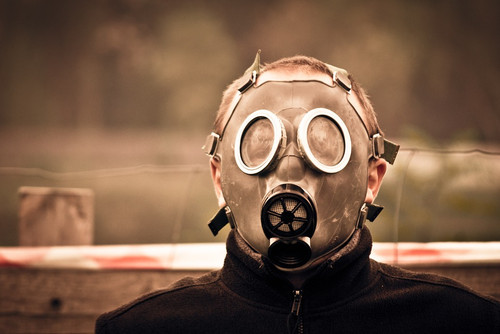 A misleading start to a cloying an acrid chemical warfare aroma.