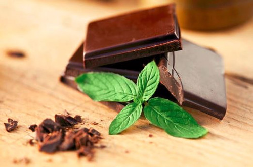 A creamy, cocoa aroma with a kick of fresh mint.