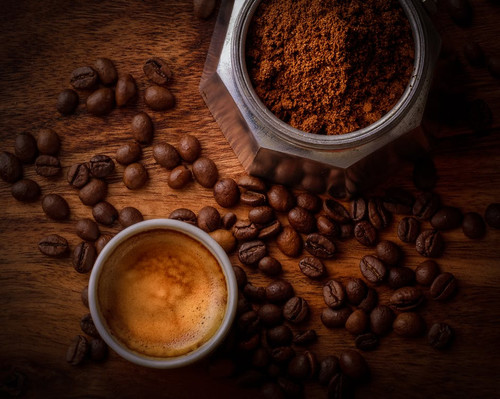 A rich and full-bodied aroma. The familiar scent of freshly ground coffee beans.