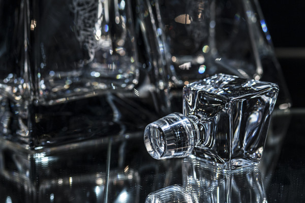 Stopper in detail: Glass Lovers Decanters with Julia Ashby Smyth's Ellan Vannin design