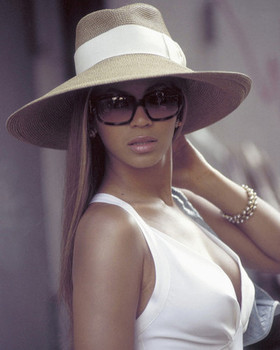 (SS3531216) Beyonce Music Photo