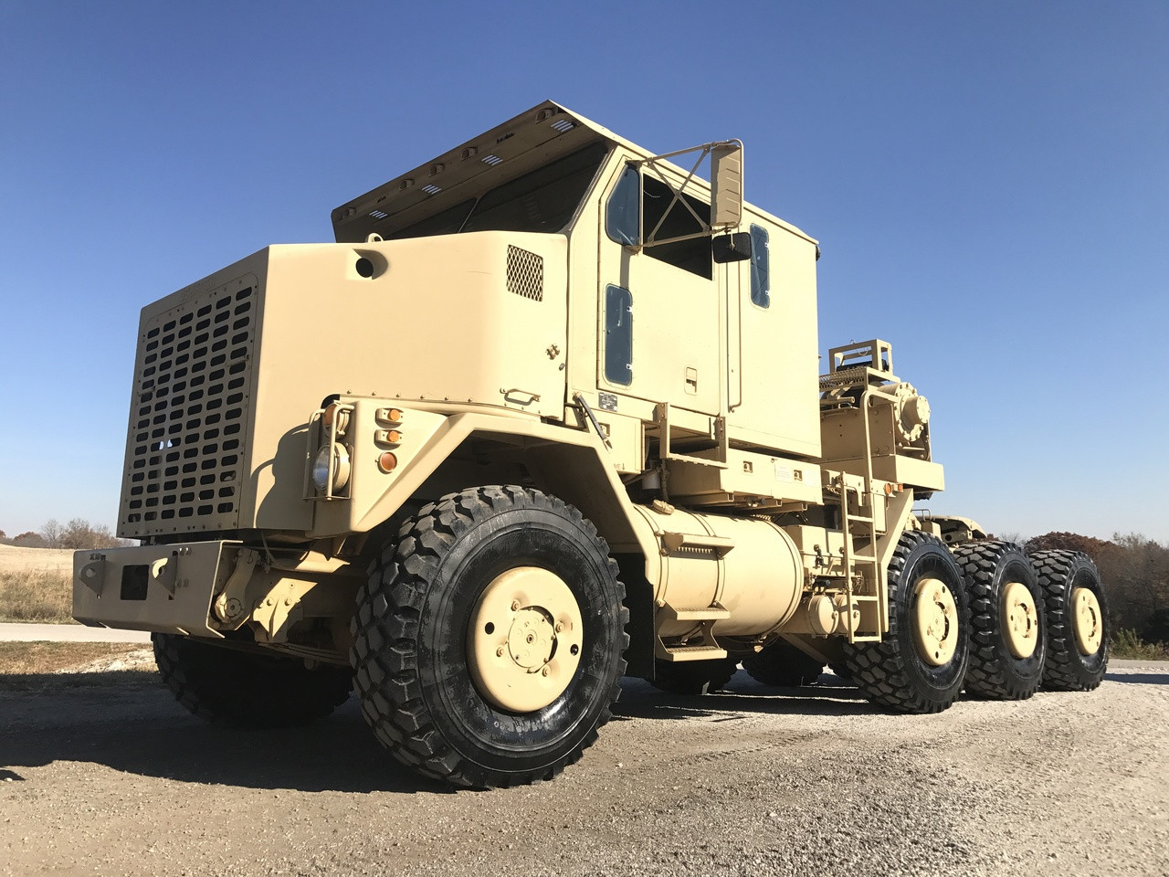 oshkosh m1070 8x8 het military heavy haul tractor truck sold