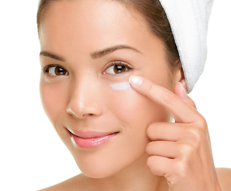 WHAT CAUSES DARK CIRCLES AND WHAT CAN YOU DO TO REDUCE THEM