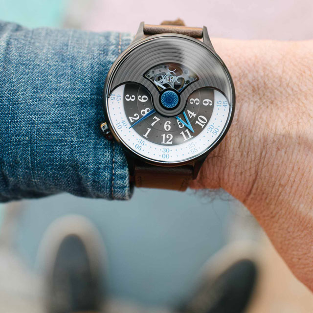 xeric-evergraph-auto-ega3014-wrist.jpg