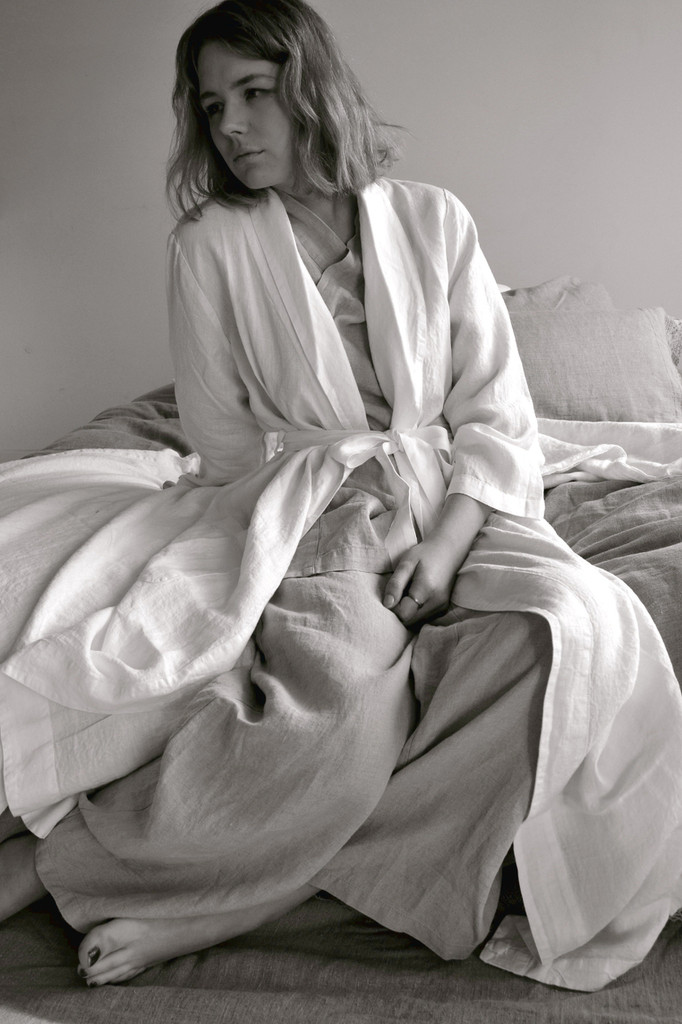 Stonewashed long off-white linen dressing robe