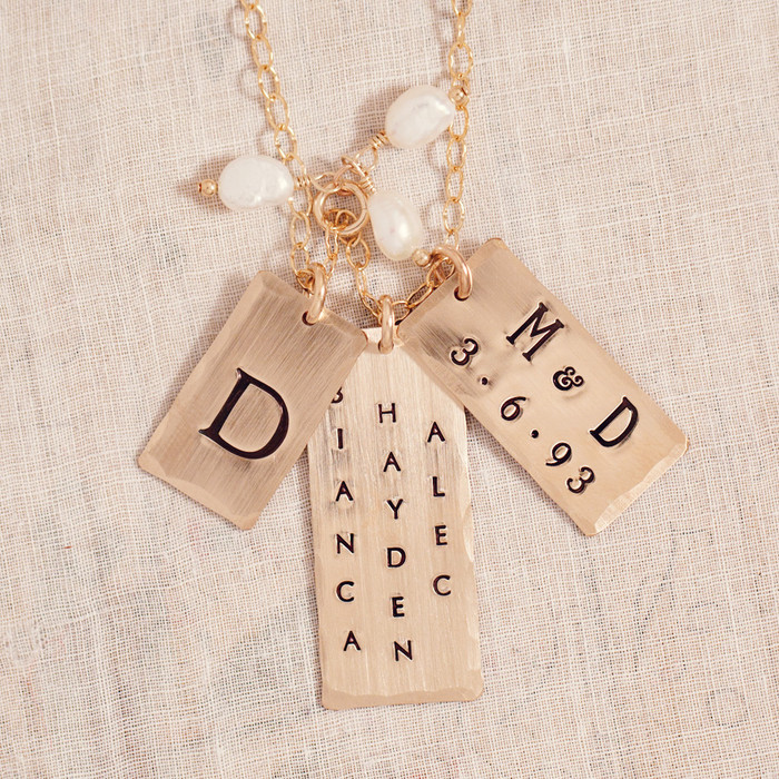 Celebrity mom jewelry personalized