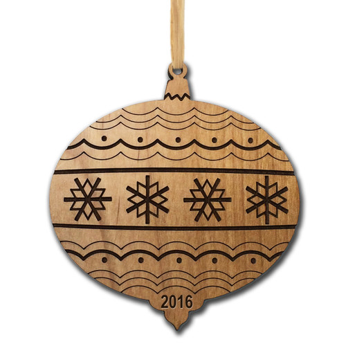 Personalized Alder Wood Ornament: Timeless Christmas